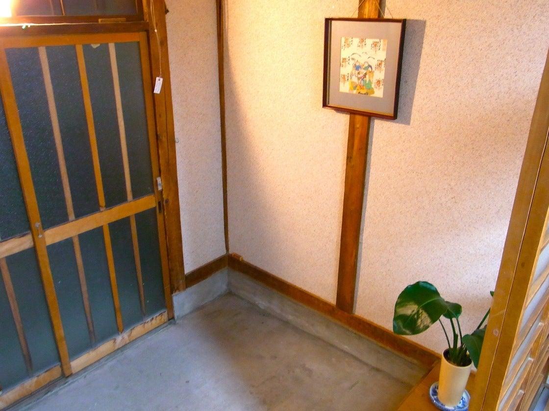 昭和レトロ・なつかしい平屋の長屋 和風の民家を一棟貸切り!(駅近5分 坪庭付き日本長屋) の写真0