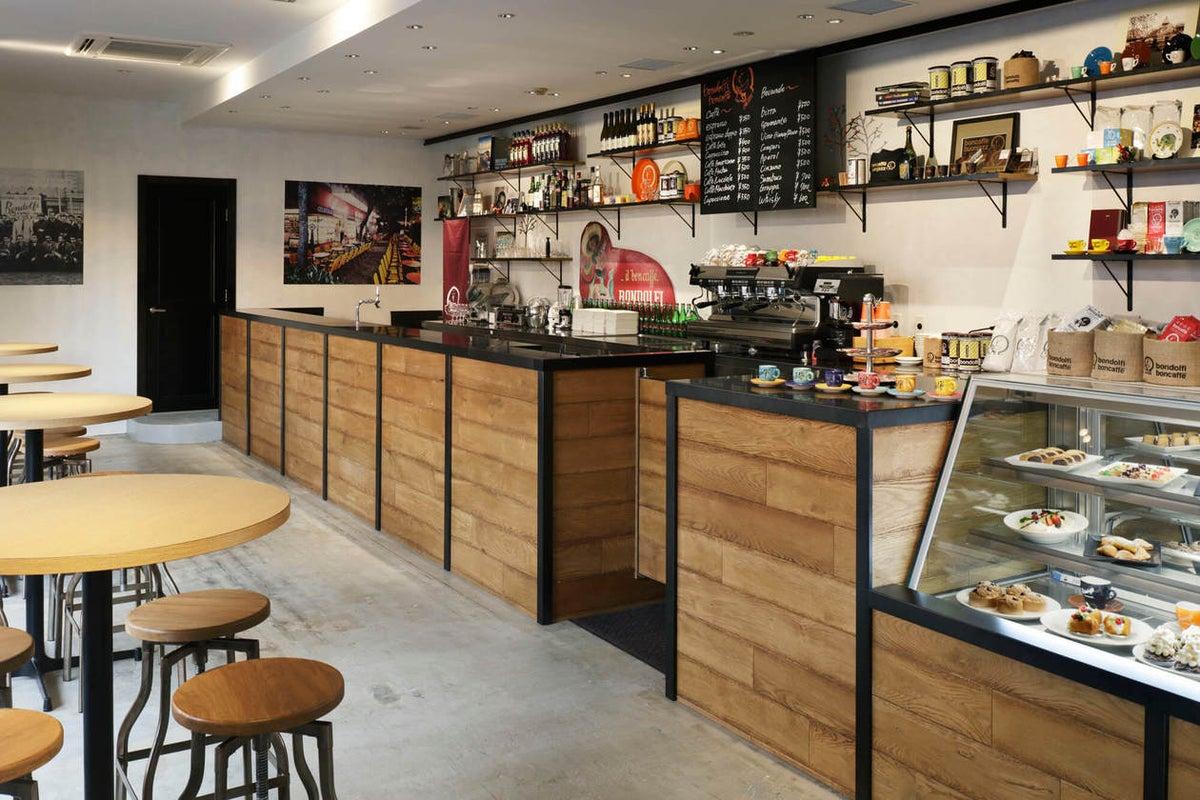 【BONDOLFI BON CAFFE】本場イタリアの雰囲気を味わえる雰囲気あるカフェスペース の写真