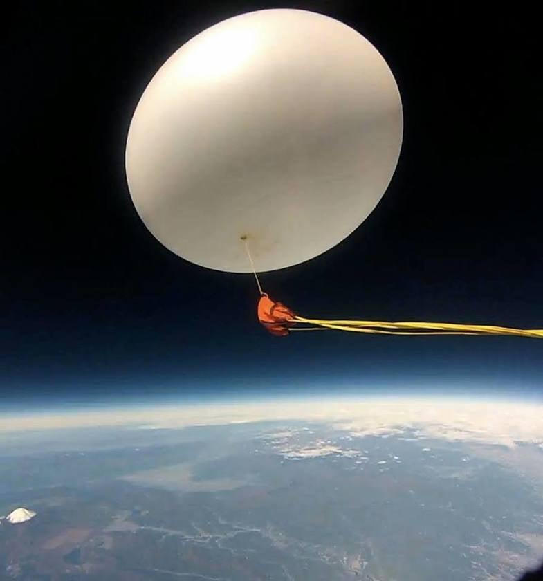宇宙の渚 ・ 成層圏まで飛ばす大きなゴム風船の 【 物質搭載スペース 】