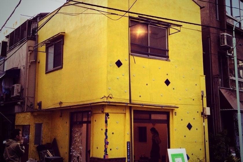 個展、展示会、販売会の開催に最適な日本橋に佇む黄色い古民家ギャラリー の写真