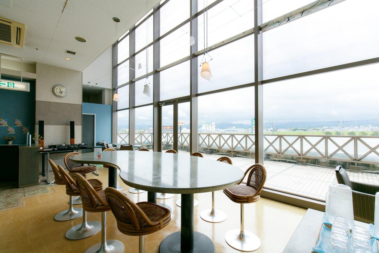 JR加賀温泉駅から徒歩5分!駅前のショッピングセンター2Fにある加賀市を一望できる眺めのいいカフェ「カガテラス」。(カガテラス) の写真0