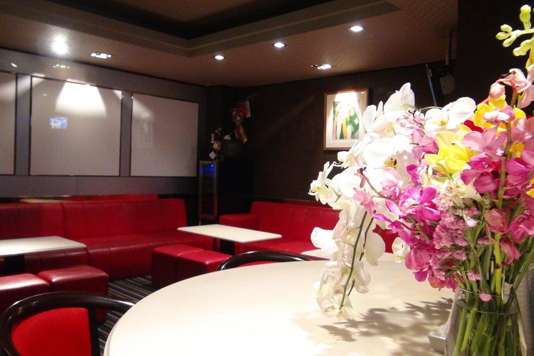 【北新地】完全貸切ラウンジスペース。1名でも25名でも1時間/¥6500です! の写真