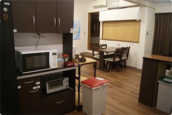 愛媛 道後  情緒溢れるゲストハウス型旅館 どうごや キッチンスペース(DOUGOYA どうごや) の写真0