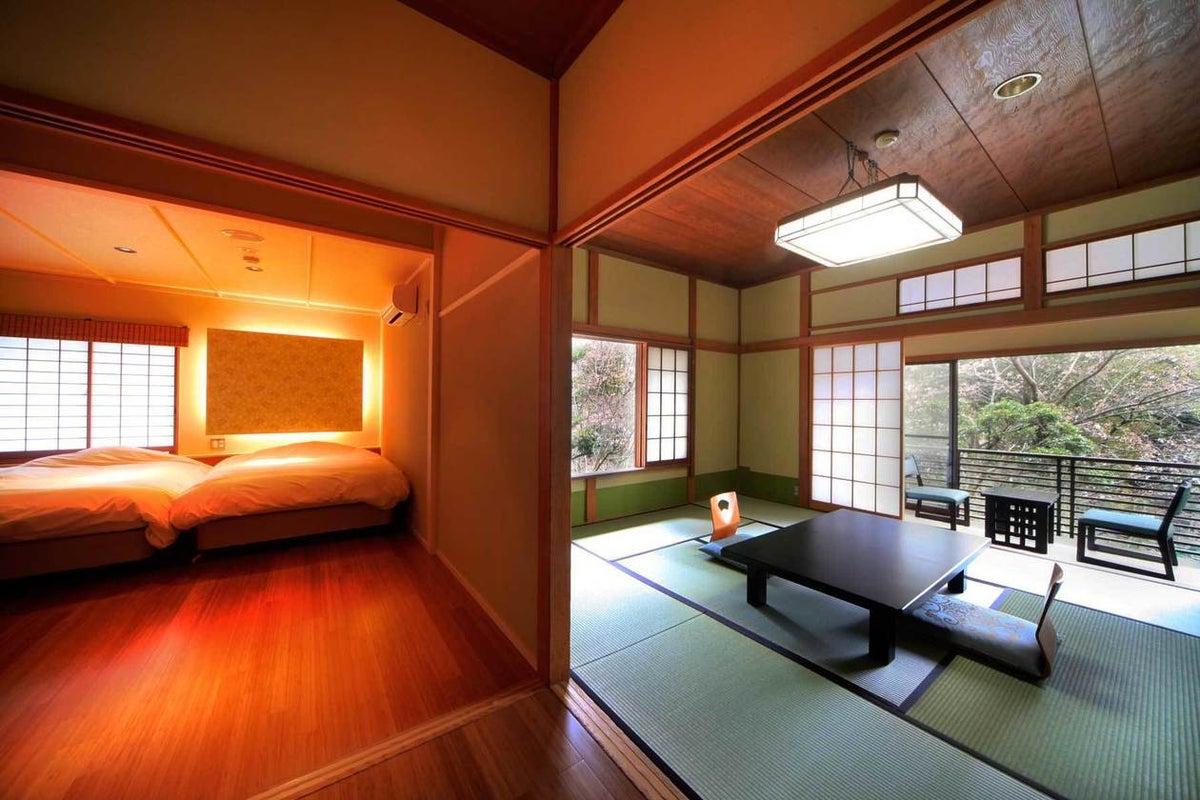 撮影限定 明治時代の雰囲気をそのまま残した和庭園が見える露天風呂付き和洋室 の写真