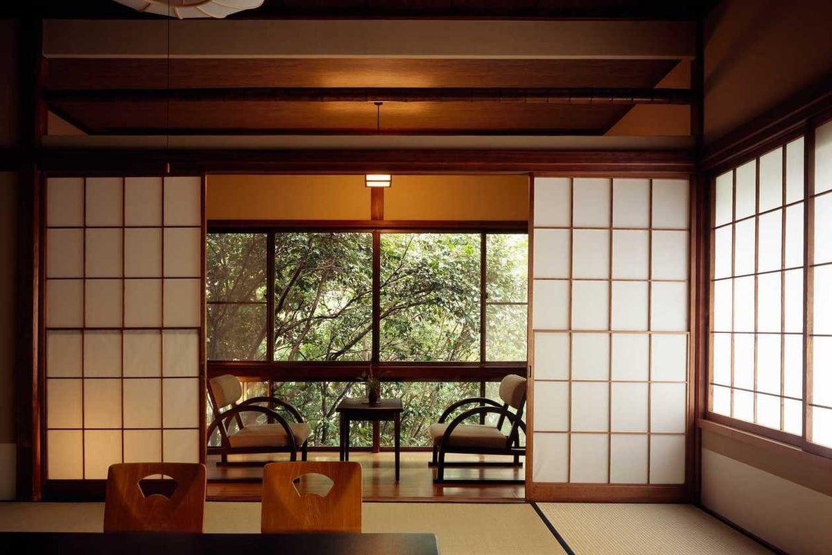撮影限定 明治時代の雰囲気をそのまま残した和庭園が見える純和風客室 の写真