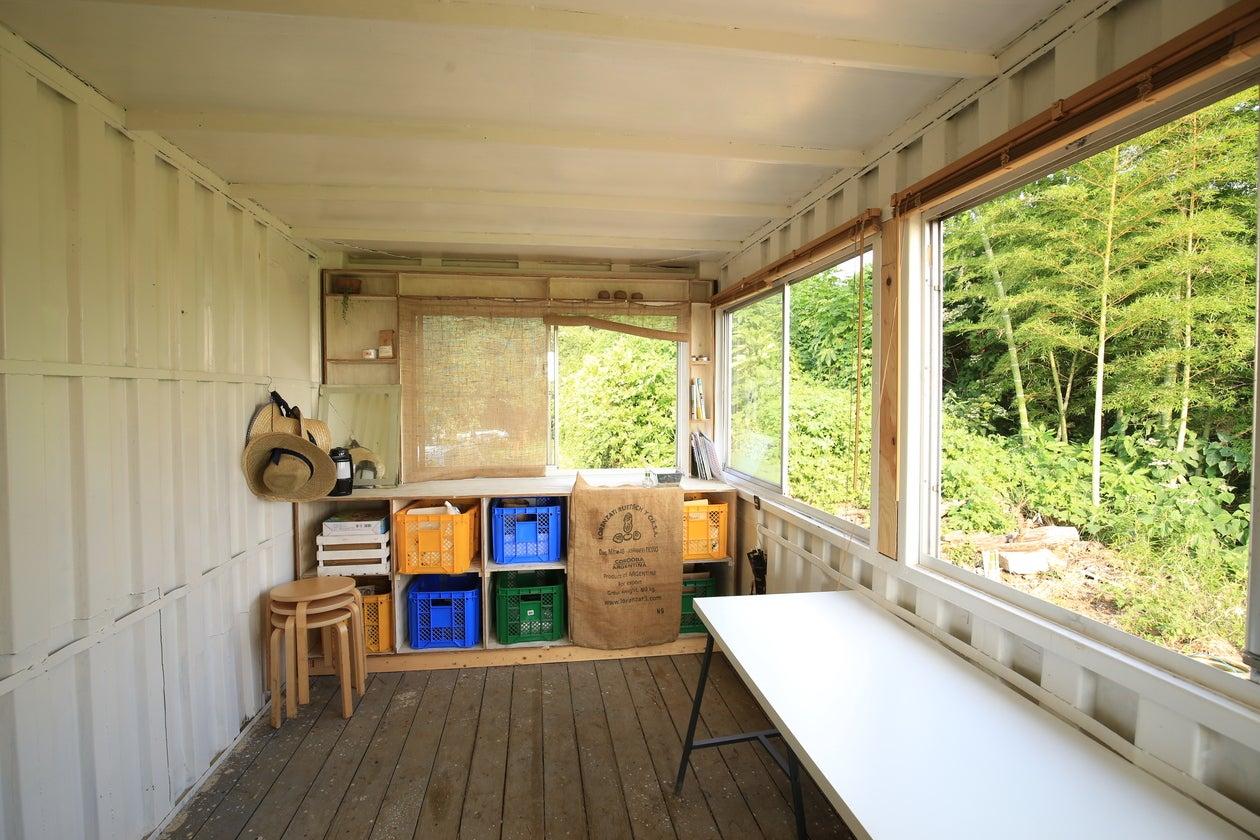 【埼玉県 浦和駅】手作り屋上デッキ付きのコンテナスペース の写真