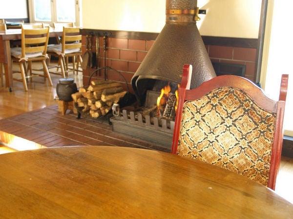 鶴里リゾートホテル 洋風でシックな暖炉のあるスペースで撮影 ! / 洋風 暖炉 撮影 の写真