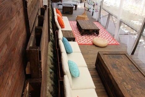 東京に流れる清流を眼下にソファーでゆったりBBQ の写真