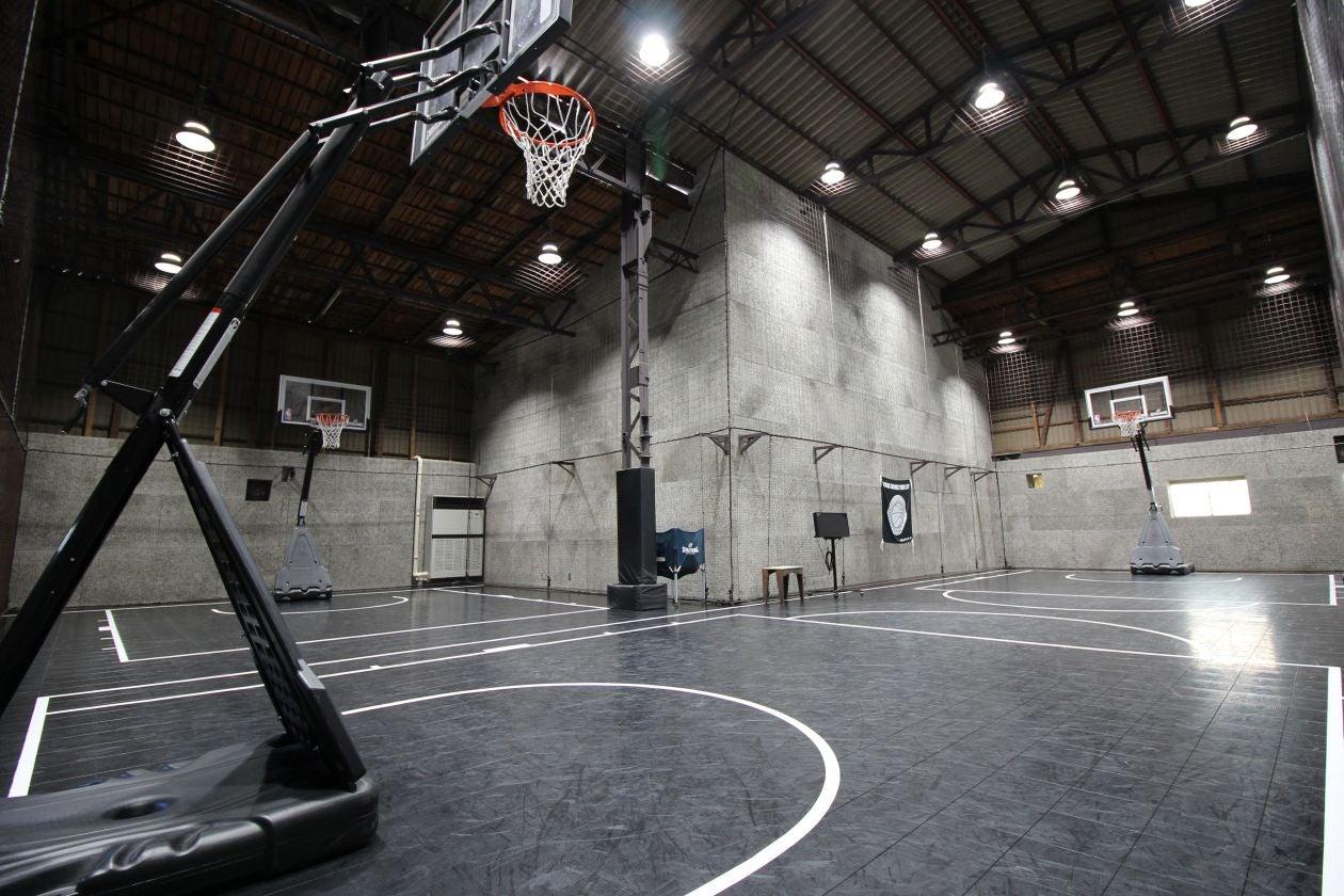 【川崎廃墟ビルでスポーツしよう】倉庫を改装したバスケットボールコートをまるごと貸切 スポーツ・ダンス・発表会・セミナー・撮影に!