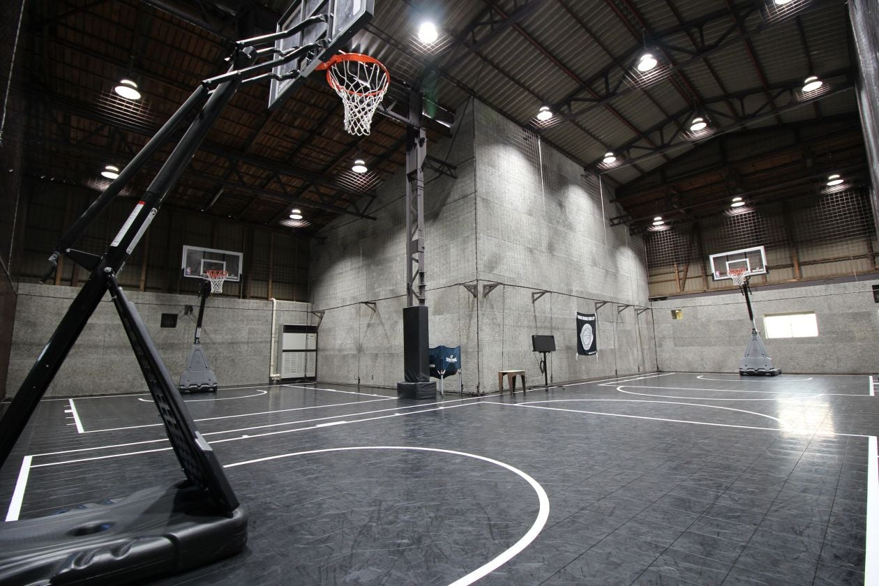 【川崎廃墟ビルでスポーツしよう】倉庫を改装したバスケットボールコートをまるごと貸切 スポーツ・ダンス・発表会・セミナー・撮影に!(unicourt) の写真0