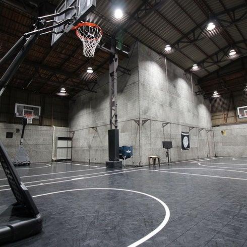 【川崎廃墟ビルでスポーツしよう】倉庫を改装したバスケットボールコートをまるごと貸切 スポーツ・ダンス・卓球・発表会・撮影に! の写真