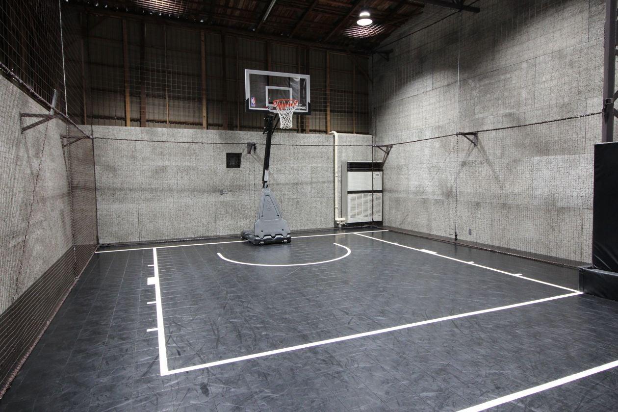 【川崎廃墟ビルでスポーツしよう】倉庫を改装したバスケットボールコートをまるごと貸切 スポーツ・ダンス・発表会・セミナー・撮影に! の写真