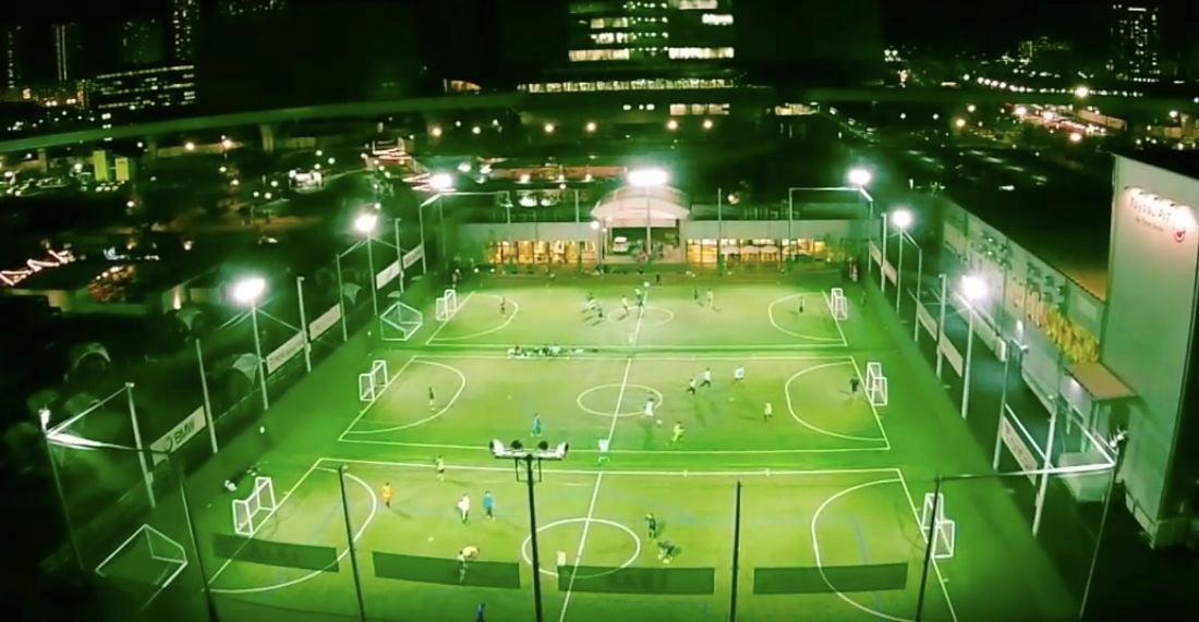全館貸し切り 開放感抜群のフットサルコートとカフェスペース 運動会やドローン飛行にも(MIFA Football Park) の写真0