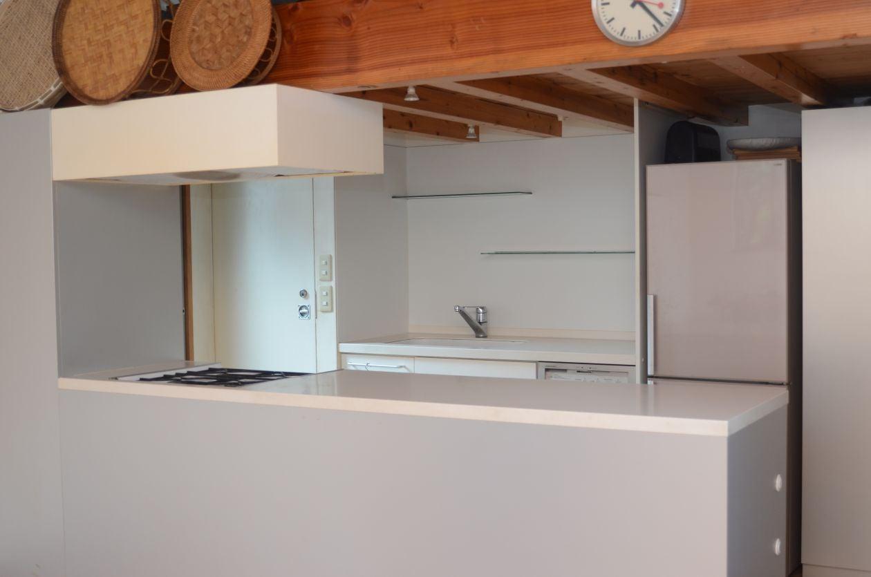 広々としたキッチンスペース!シンプル&オシャレなお部屋でパーティーや撮影はいかがでしょうか?