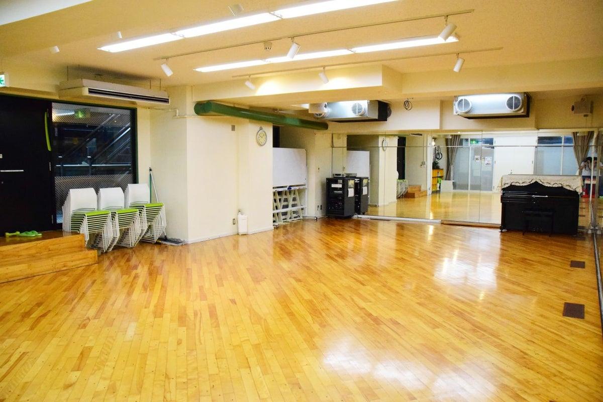 四谷 駅近徒歩4分 レッスンからセミナーまで 大きな鏡のある万能スタジオ の写真