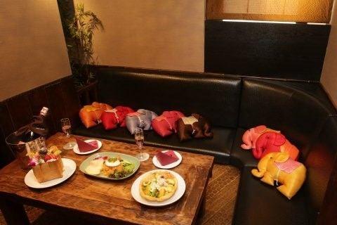 【池袋】カラオケ付個室  デート向きアジアンルームを貸し切ってパーティーはいかがでしょうか?(カラオケ パセラ 池袋本店) の写真0