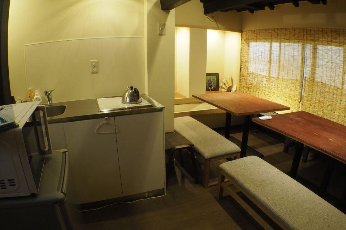 和空間KyotoKiss花遊小路:京都河原町駅2分・IHキッチン食器類完備!・おしゃれな和空間 の写真