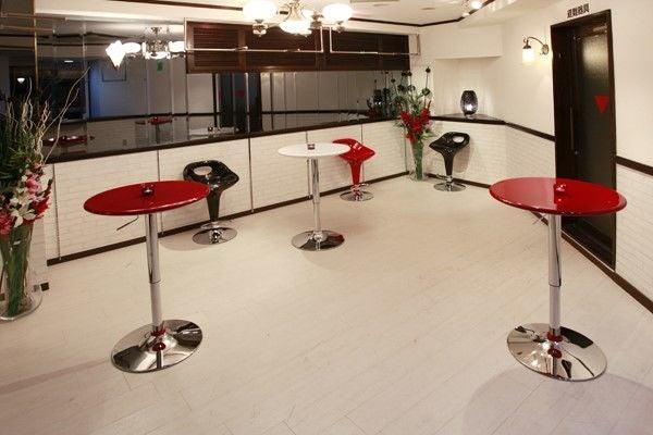 新宿 少人数でも使用できる白を基調としたアットホームな人気スペース 新宿G-style White の写真