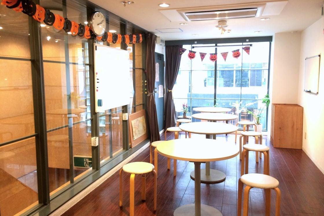 アクセス抜群、カフェ併設の教室がレンタル利用可能。各種イベントに! の写真