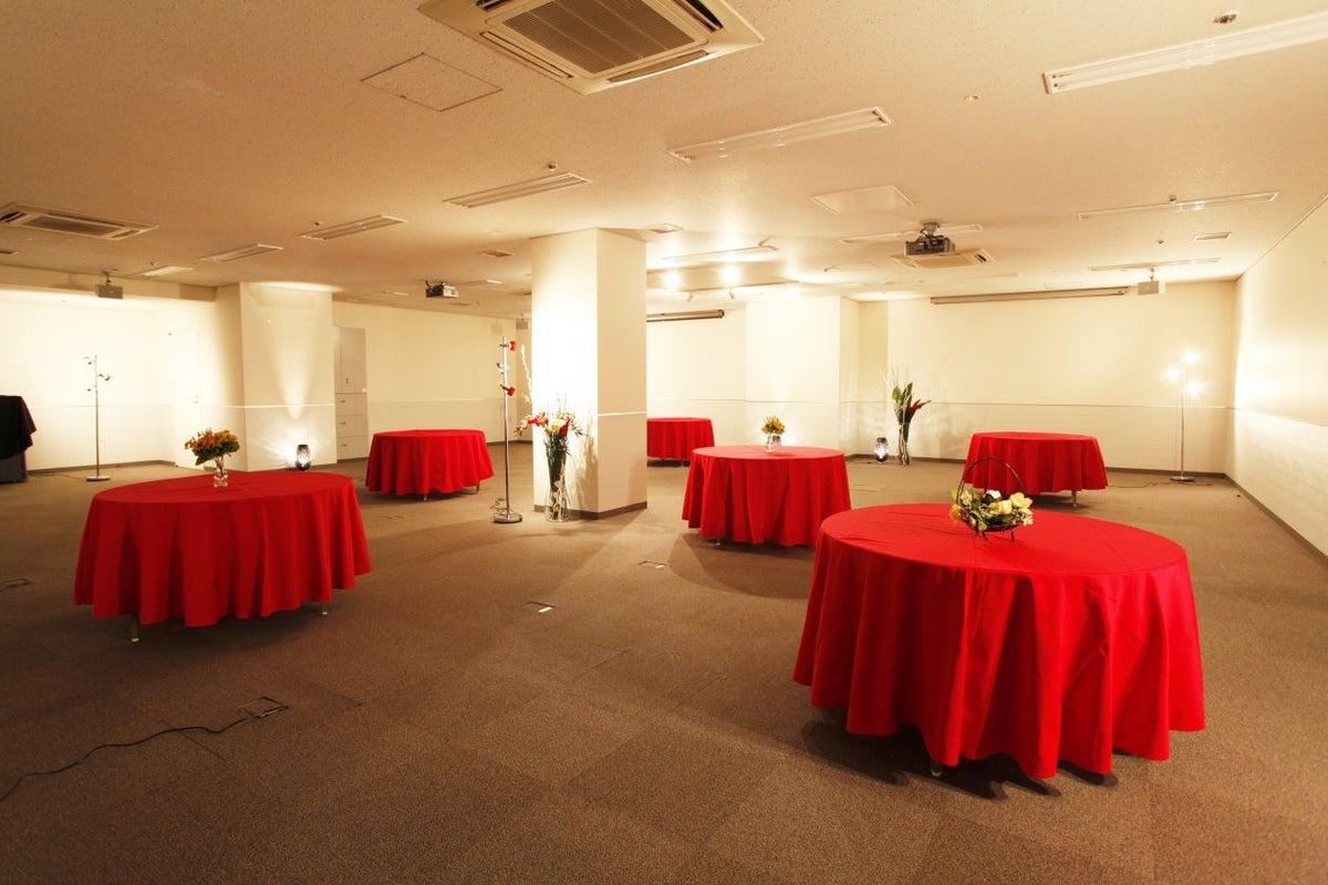 大手町 収容人数は大台の100人 大型イベントに最適なレンタルスペースです【大手町丸の内Room】 の写真