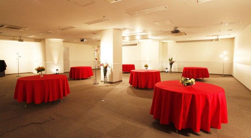 大手町 収容人数は大台の100人 大型イベントに最適なレンタルスペースです【大手町丸の内Room】