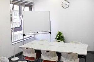 【川崎】白を基調とした明るい貸会議室(Room1) の写真