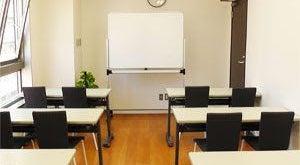 【川崎】白と黒を基調とした貸会議室(Room2)