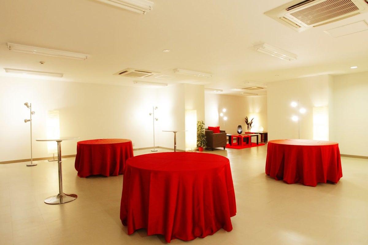 【銀座】白を基調とした高級感溢れる会場として大人気♪銀座らしさを楽しめます。【銀座駅前LEN】 の写真