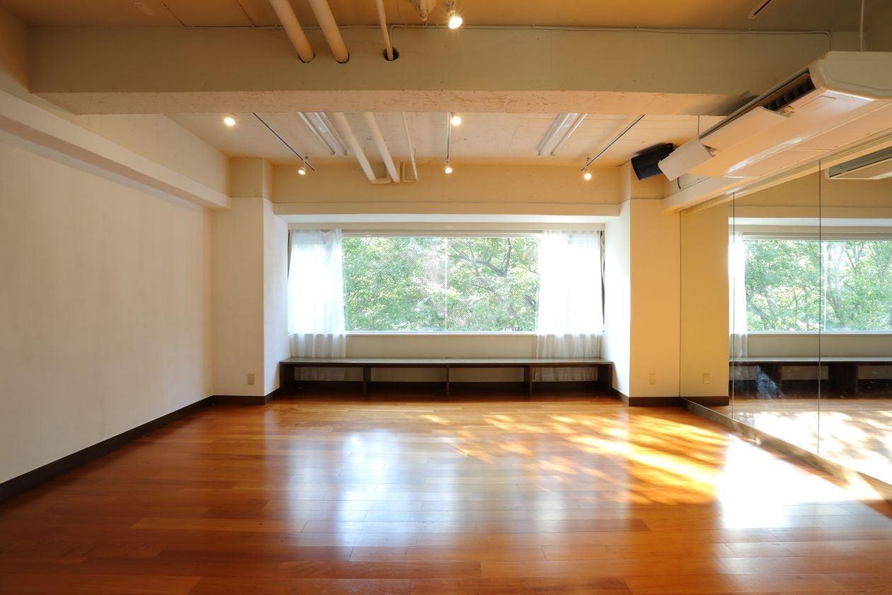 【渋谷駅徒歩5分】studio chems大きな窓から緑が見える50㎡、ヨガ、研修、ワークショップ、練習、撮影など
