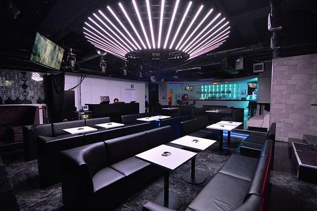 高級感あふれるイベントスペースでパーティーはいかがでしょうか?(B2 メインフロア) の写真