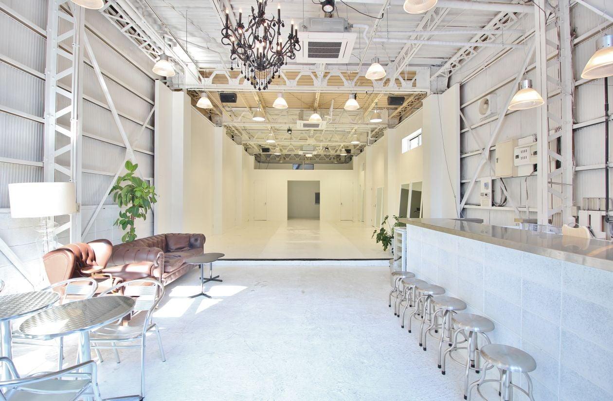 【清澄白河】真っ白で天高なレンタルスペースで様々なイベントやパーティーを。本格設備のキッチン付き(5口ガスコンロ・オーブン)。(THE FLEMING HOUSE(ザ フレミングハウス)) の写真0