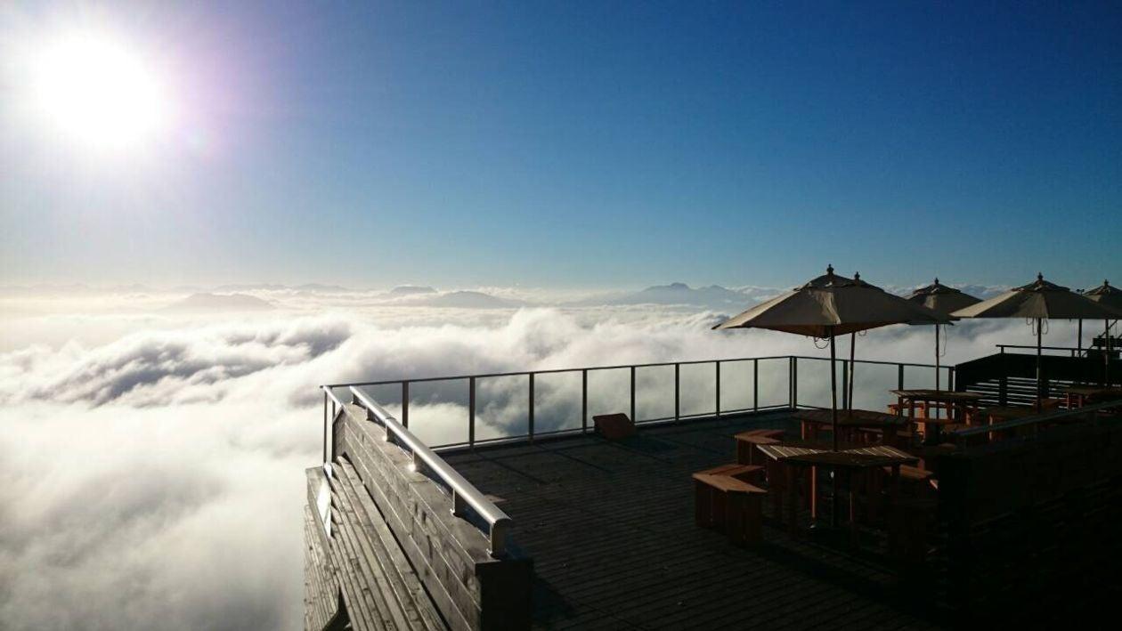 【グリーンシーズン】雲海に包まれる天空の「SORA terrace」 早朝は雲海、夜は満天の星空を一人占め(竜王スキーパーク) の写真0