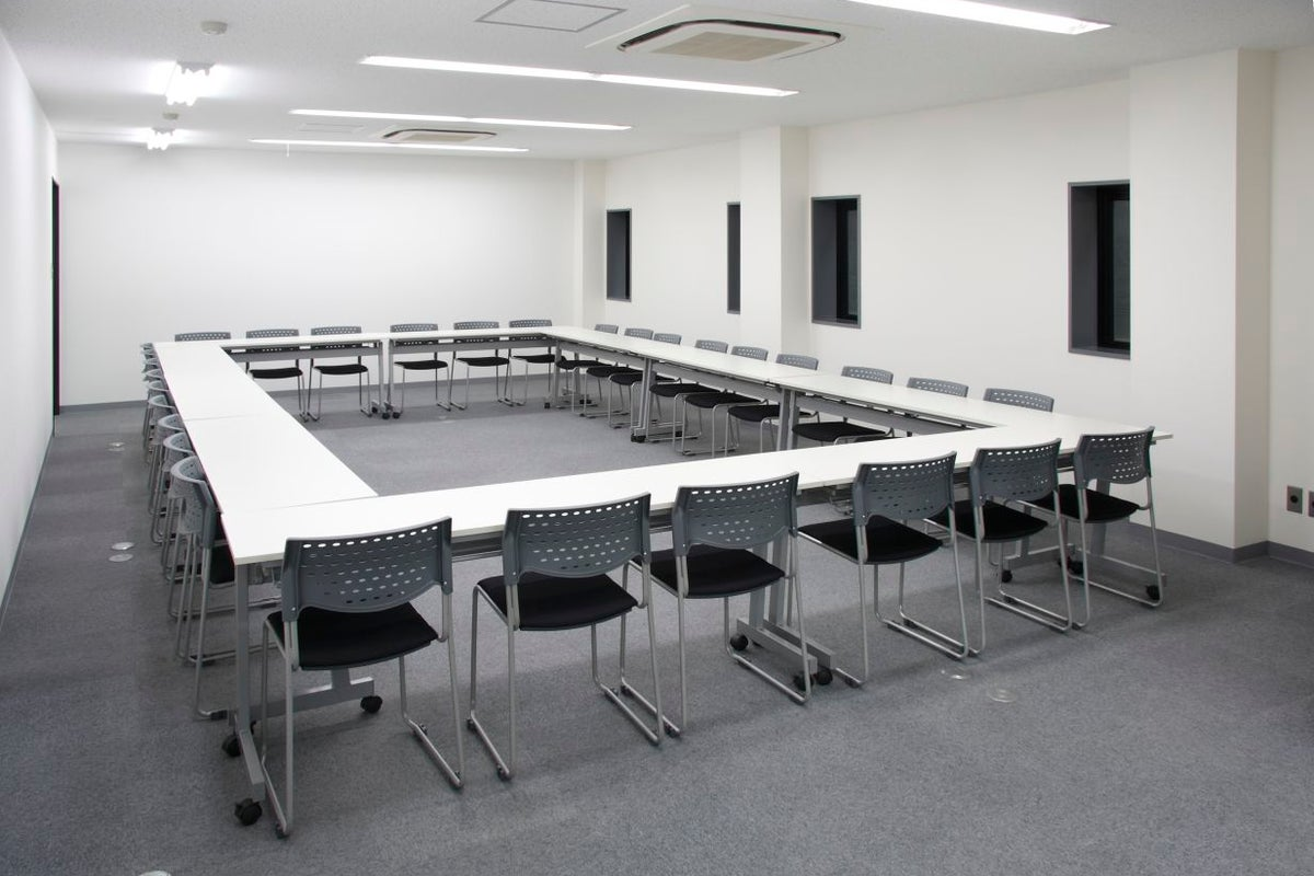 【名古屋駅徒歩5分】駅近☆24時間365日ご利用可能☆Wi-Fi無料 2階セミナールーム2B 42名 の写真