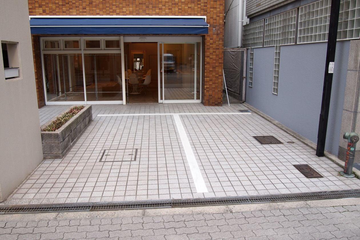 【大阪市西区】本町・南船場・難波からも近く会場には駐車スペースが2台分あり25坪の雰囲気のあるお洒落な展示会場です のサムネイル