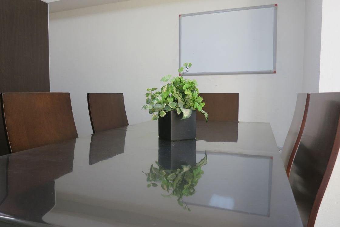【吉祥寺駅徒歩2分】格安/会議室/ホワイトボード【~6名様】 の写真