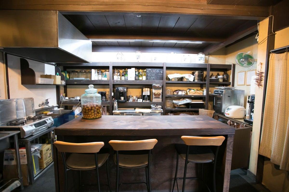 京都 趣ある酒屋をリノベーション 充実キッチン付きのカフェ貸切でパーティからイベントまで の写真
