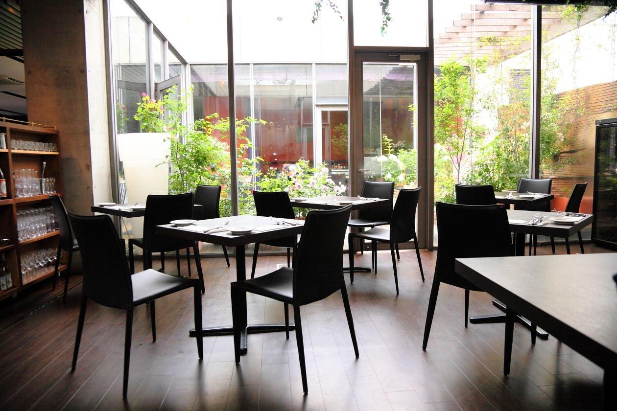 【大名・国体道路】ビル最上階、中庭のあるレストラン。撮影やセミナー、演奏会等に。中庭も完備★