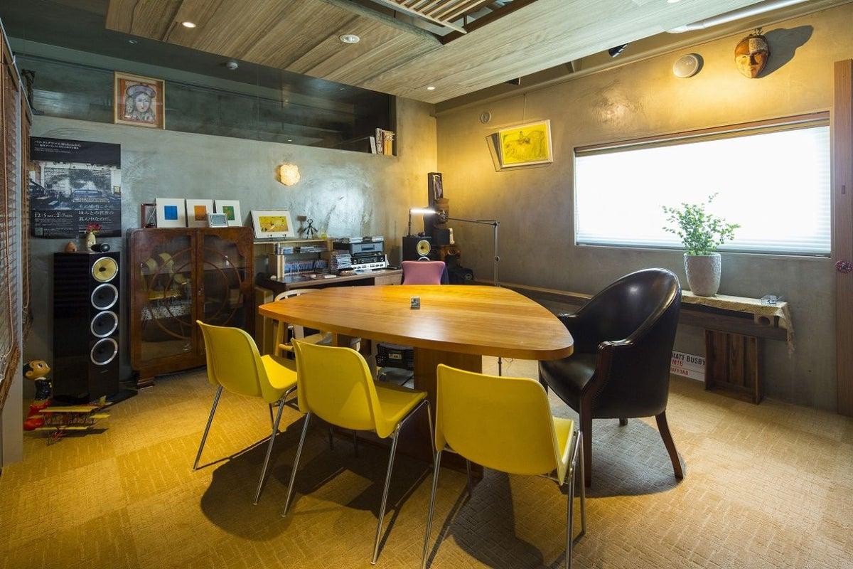 【天文館 shop&gallery SOMETHING】ミーティングルーム MANHATTAN(サムシング4F) の写真