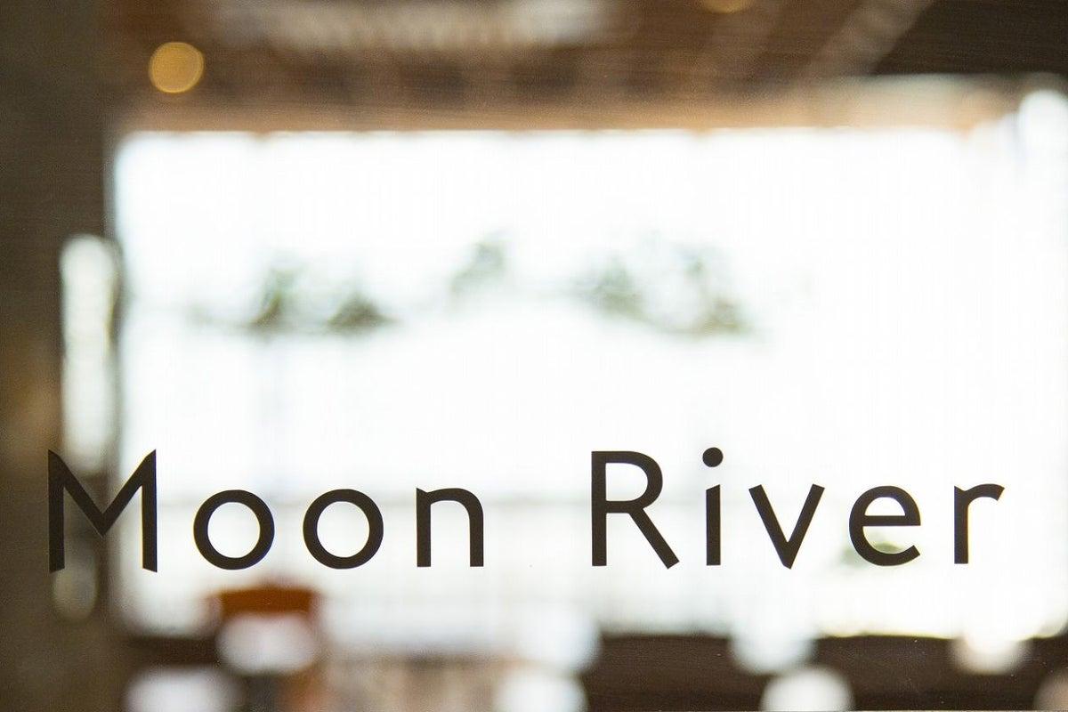 【天文館 shop&gallery SOMETHING】セミナースペース MOON RIVER(サムシング4F・ミニキッチン付) の写真