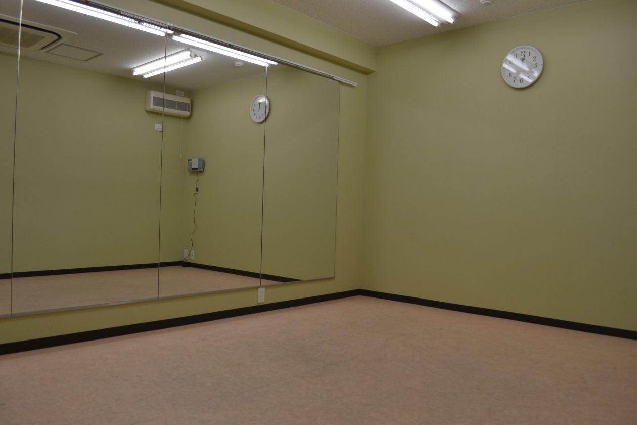 【中スタジオ】防音設備完備! 練習に調度いい大きさのスタジオ ダンス練習や各種教室にピッタリ! のサムネイル