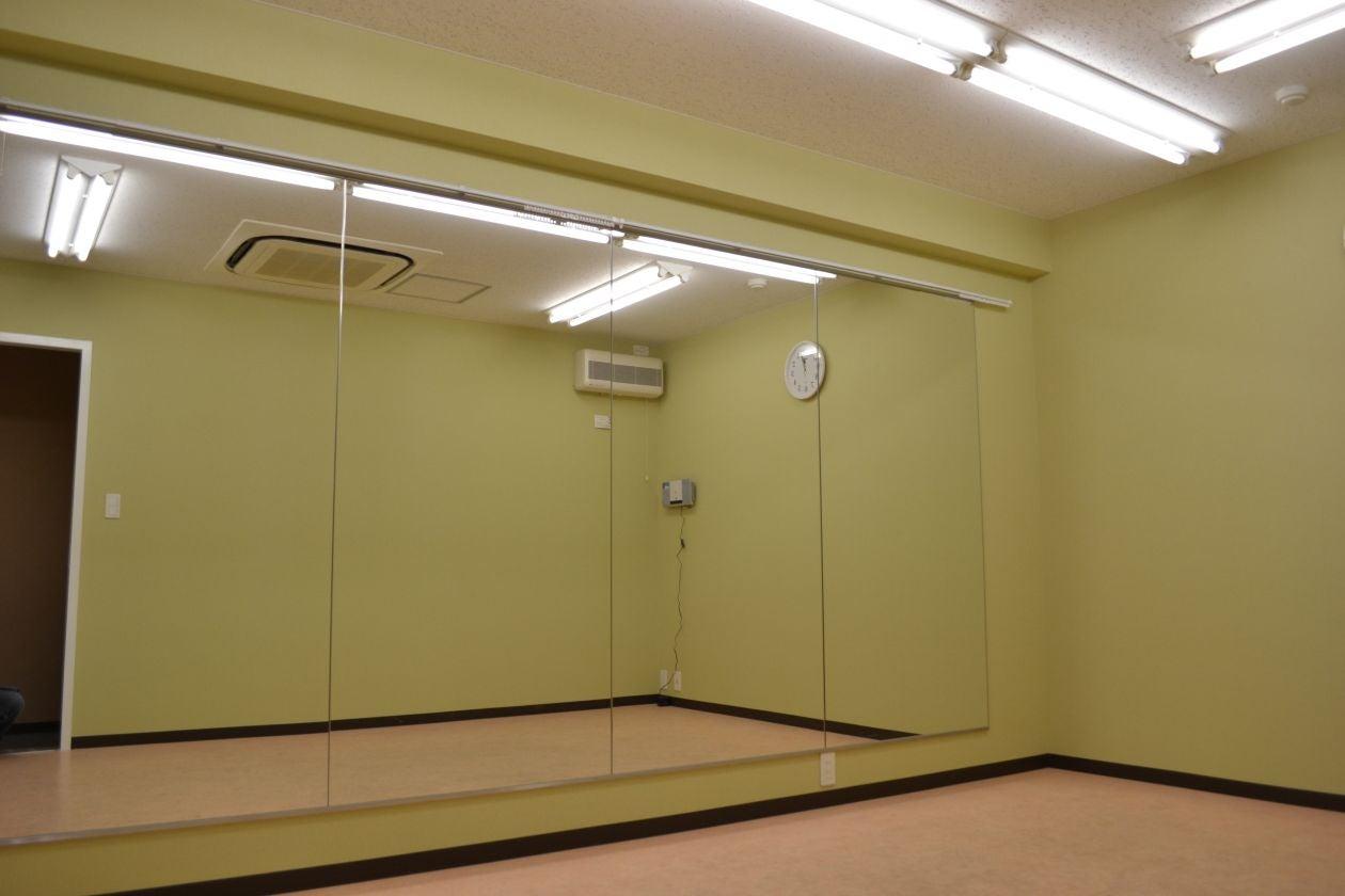 【中スタジオ】防音設備完備! 練習に調度いい大きさのスタジオ ダンス練習や各種教室にピッタリ! の写真