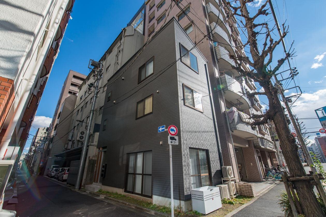 4: 【外装】秋葉原駅徒歩7分の好立地にある。3階建ての一軒家です!