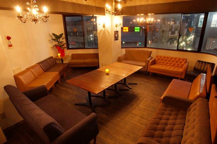 """恵比寿駅徒歩2分の隠れ家カフェバー""""haco""""ゆったりソファー♪レイアウト自由★会議から撮影、パーティーまで♪ の写真"""