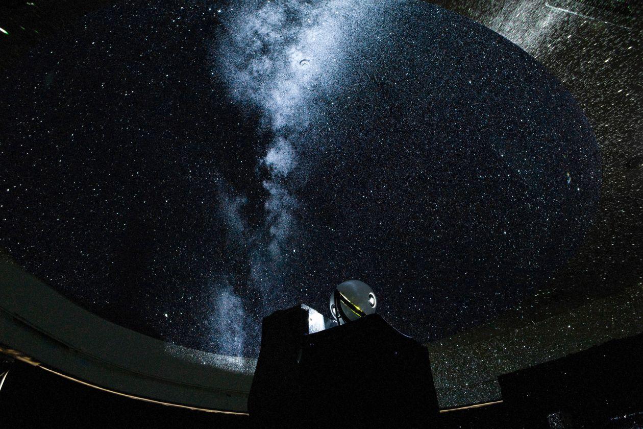 プラネタリウムバーです。白金台のプラチナ通り沿いにある科学館クラスのプラネタリウムがあるバー。(プラネタリウムBAR) の写真0