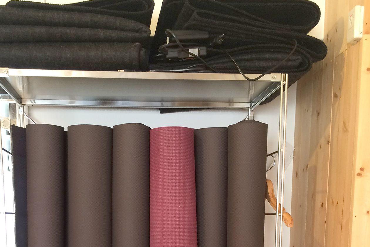 《銀座一丁目》オーガニック無垢床ヨガスタジオ・ヨガマット、ブロックなど完備 のサムネイル