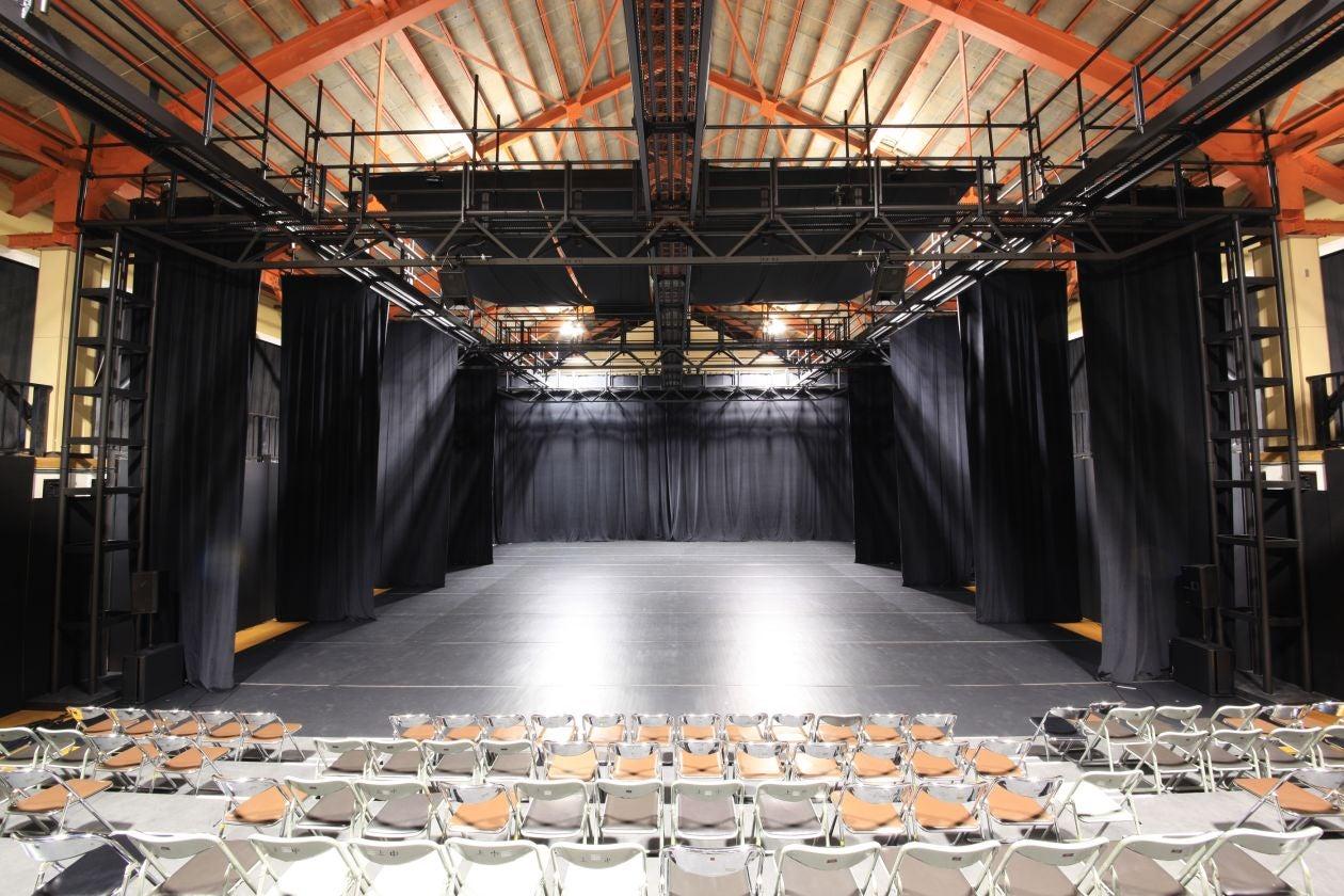 【上郷クローブ座】照明音響完備!客席も稼働可能な劇場