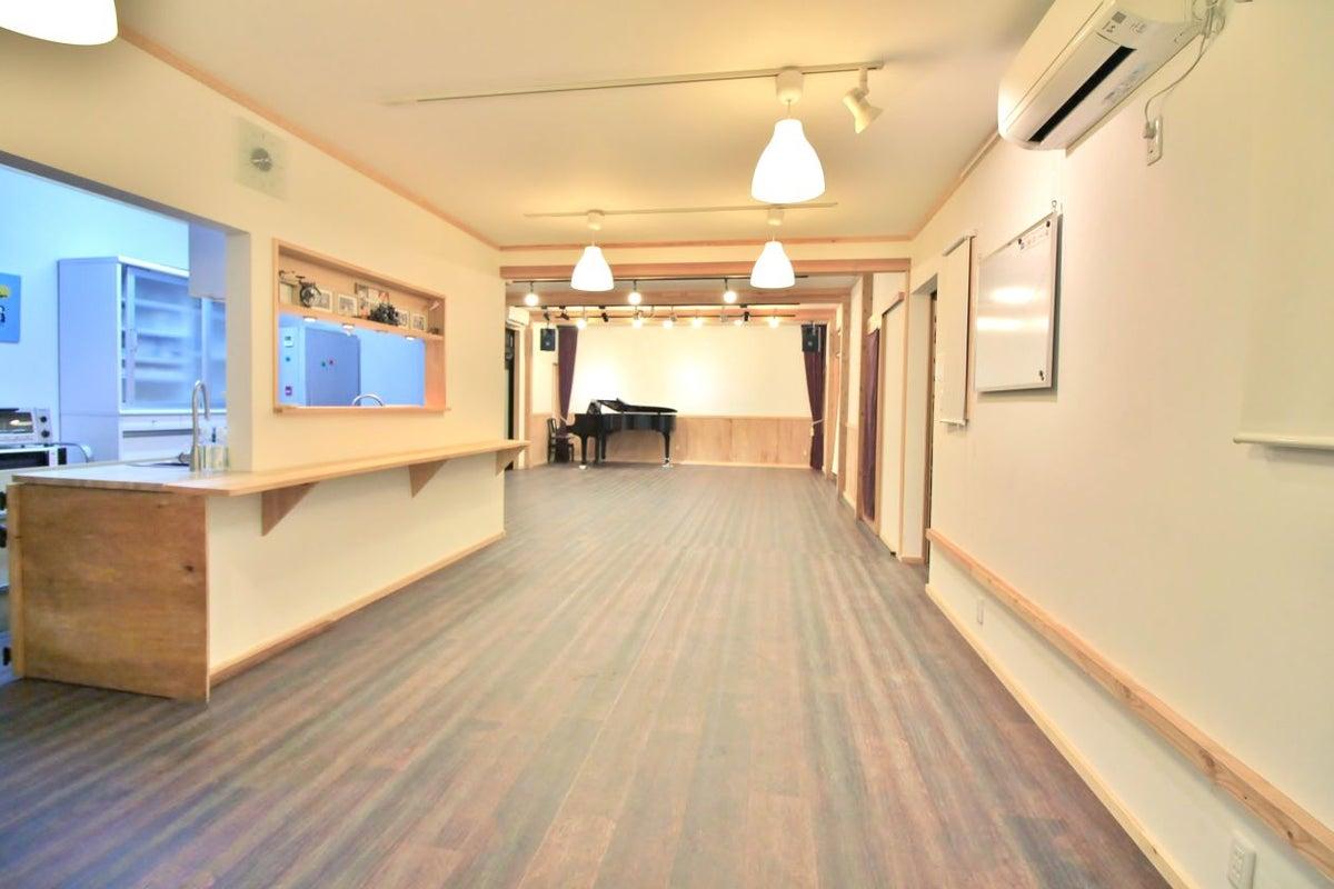 【長野・松本】のどかな憩いの空間にある、隠れ家のような多目的ホール。 の写真