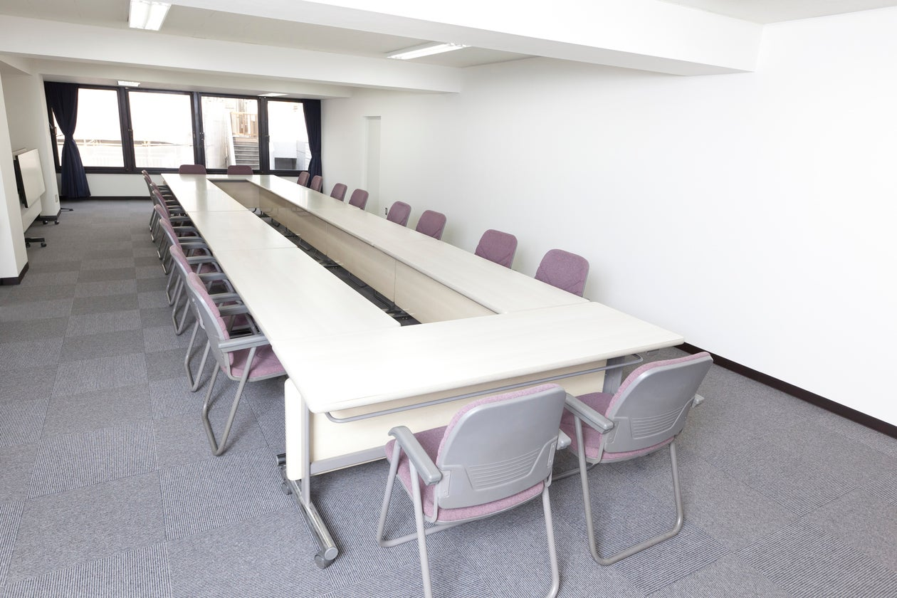 【JR新宿駅徒歩6分!】50名まで入れる、ゆったり大きめの会議室スペース!(新宿ビジネスルーム) の写真0