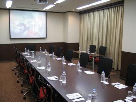 16人まで収容可能なスタンダードな会議室(チサンホテル宇都宮) の写真0