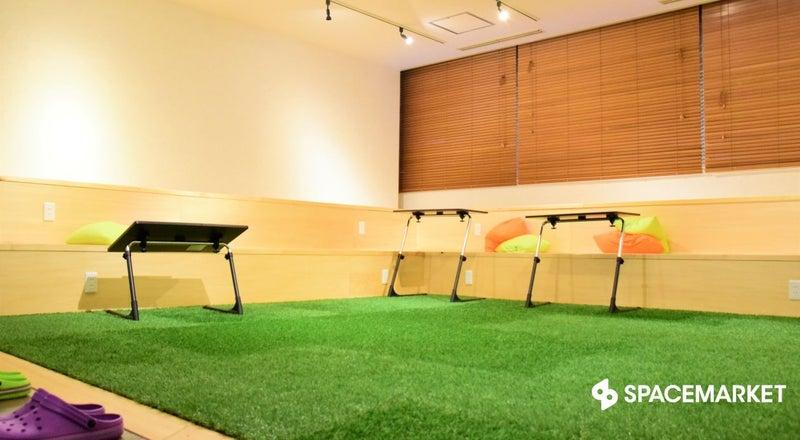 秋葉原・御茶ノ水  人工芝にスタジアムベンチがおしゃれな空間  GrinSpace イベントスペース
